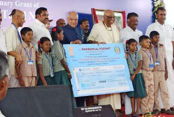 TN Guv, CM lay foundation stone for kitchen in Chennai