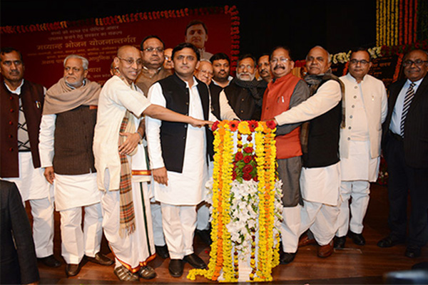 Honourable Chief Minister Shri Akhilesh Yadav Performs Ground Breaking Ceremony for 11 Akshaya Patra's Mid-Day Meal Kitchens in Uttar Pradesh