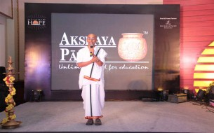 Shri Chanchalapathi Dasa, Vice-Chairman of Akshaya Patra addressing the gathering