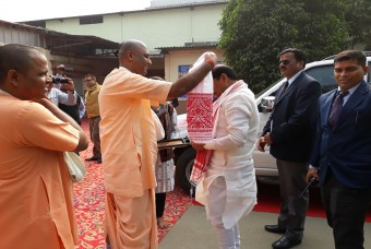 Honourable Chief Minister of Jharkhand, Shri Raghubar Das, being welcomed at our Guwahati kitchen
