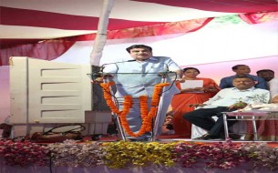 Shri Nitin Gadkari, Minister of Transport, addressing the crowd at the event