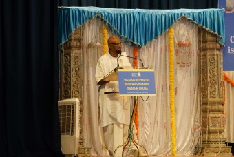 Shri Madhu Pandit Dasa, Chairman, The Akshaya Patra Foundation, addresses the gathering