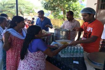 Akshaya Patra serving lunch in Edathua