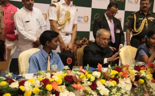 The President of India, Shri Pranab Mukherjee, having dinner with children along with other dignitaries