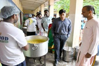 Mr S Suhas, District Collector, Alappuzha, on a tour of our cooking operations