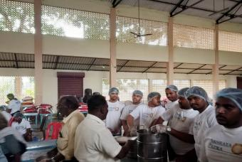 Akshaya Patra serving food to flood-affected people in Edathua