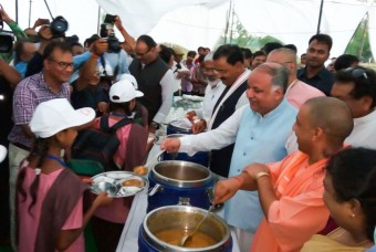 Yogi Adityanath serving meal to children
