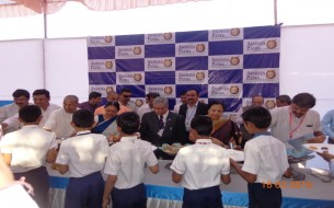 Students served food at Surat kitchen inauguration