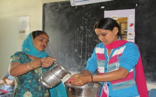 Cook-cum-helpers in Haryana learn how to wash their hands thoroughly prior to cooking