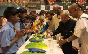Shri Pranab Mukherjee, Honourable President of India, serves an Akshaya Patra meal to school children