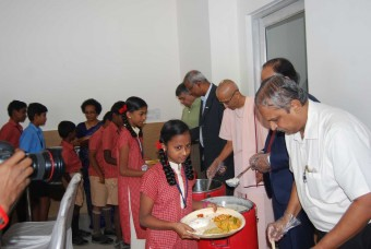 Dignitaries serve nutritious meals to the children