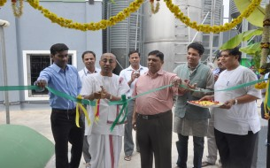 Akshaya Patra Vice-Chairman Chanchalapathi Dasa cuts the ribbon at the VK Hill solar plant inauguration