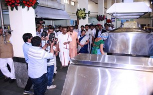 Dignitaries tour Surat kitchen