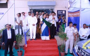 Vehicles flagged off at Surat kitchen inauguration